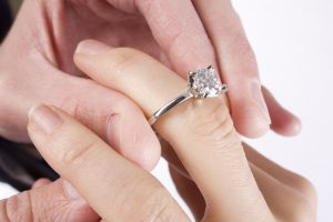 How to Choose an Engagement Ring for That Special Someone